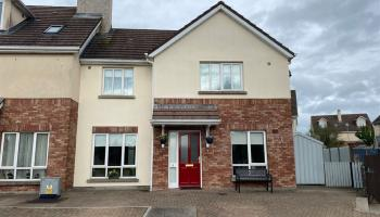 Stunning 3-bed home in rural town close to Kilkenny city at a nice price - click for pics!
