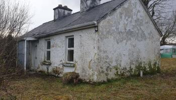 A country cottage close to the Wild Atlantic Way for only €25k? Just needs some TLC