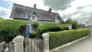 Fairytale stuff! Kilkenny Semi-Detached Cottage On The Market for €100k