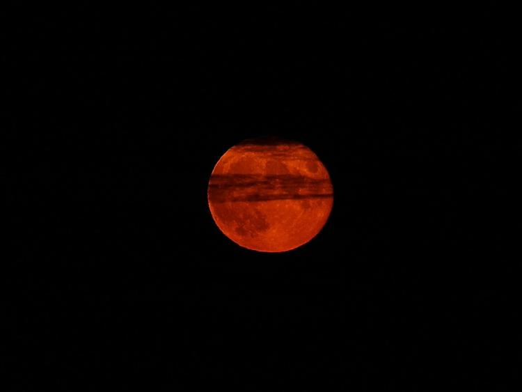 Red planet and 'blood moon pair up to dazzle skygazers